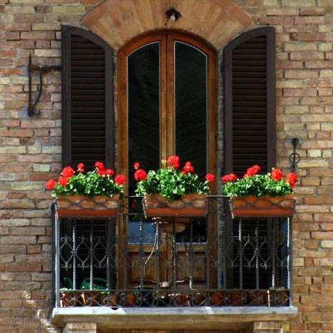 Balkonverkleidungen aus der Natur - ein dekorativer Sichtschutz