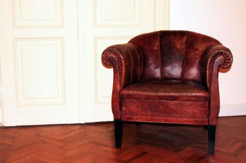 Reinigung und Pflege von Leder-Sitzmöbel