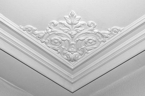 Dekoration, Stuckverzierungen an Wand und Decken
