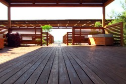 Schützende Anstriche für Holzterrassen - Lasur, Lack, Holzfarbe oder Holz-Öl - Holzterasse vor Witterung schützen - Ratgeber & Tipps