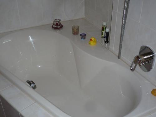 den austausch der badewanne in die eigenen h nde nehmen. Black Bedroom Furniture Sets. Home Design Ideas
